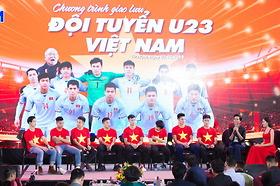 Giao lưu giữa CBCNV Tập đoàn Sông Đà với đại biểu Đại hội thi đua yêu nước CNVCLĐ toàn quốc lần thứ 8